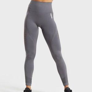 GYMSHARK Energy + Seamless 3/4 leggings Gray Small